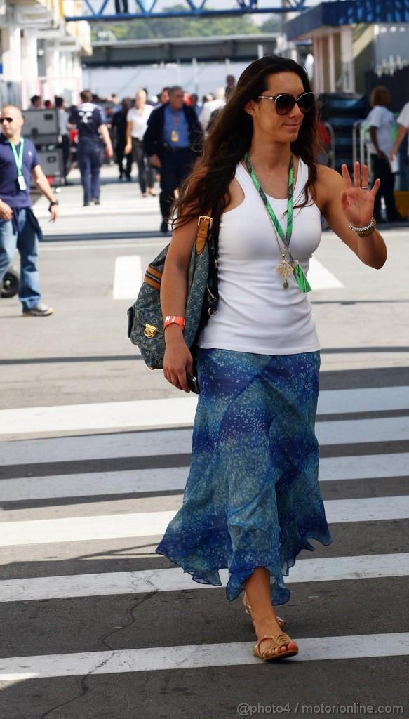GP BRASILE, 25.11.2011- Prove Libere 1, Venerdi', Bianca Senna (BRA), Sister of Bruno Senna (BRA), Lotus Renault GP R31