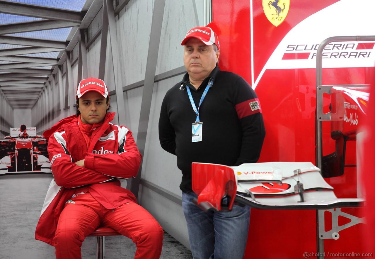 GP KOREA, 14.10.2011- Prove Libere 1, Venerdi', Felipe Massa (BRA), Ferrari, F-150 Italia e his father Luis Antonio Massa (BRA)