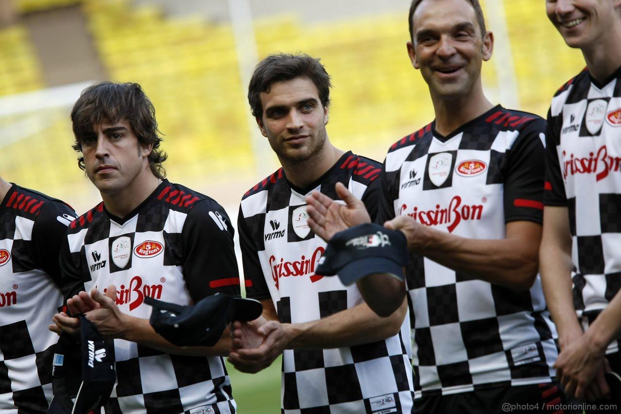GP MONACO, 24.05.2011-Carity Soccer, Fernando Alonso (ESP), Ferrari, F-150 Italia e Jerome D'Ambrosio (BEL), Marussia Virgin Racing VR-02
