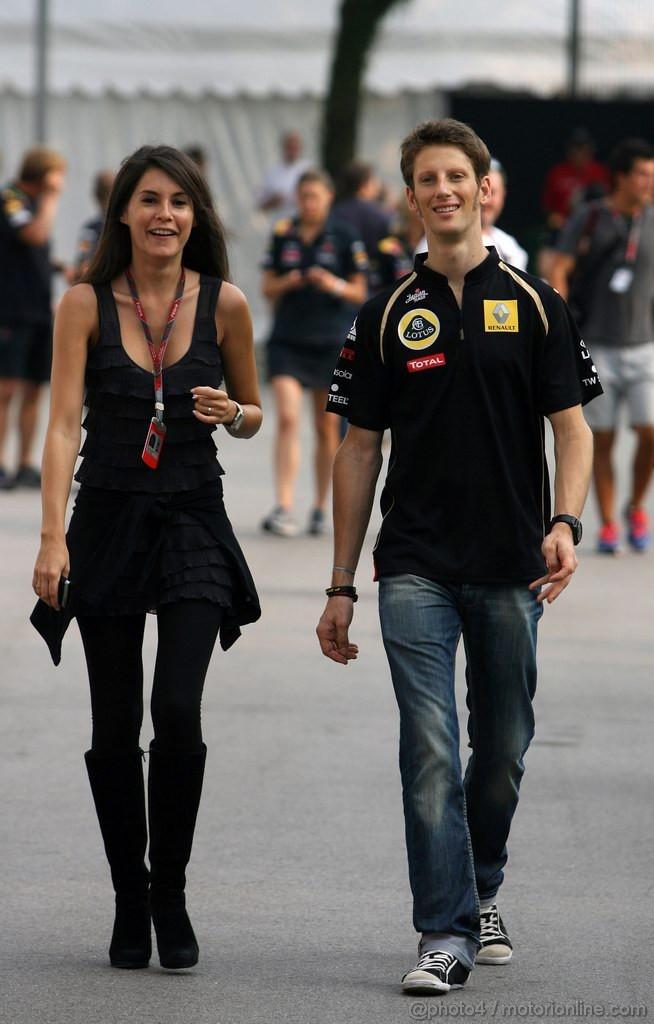 GP SINGAPORE, 24.09.2011- Romain Grosjean (FRA), Test Driver, Lotus Renault GP, R31 e Domenica Marion Jolles (FRA)