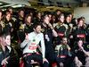 GP ABU DHABI, 29.11.2015 - Gara, Romain Grosjean (FRA) Lotus F1 Team E23 e his team at his last GP for the Lotus F1 Team