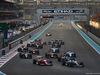 GP ABU DHABI, 29.11.2015 - Gara, Start of the race, Kimi Raikkonen (FIN) Ferrari SF15-T e Lewis Hamilton (GBR) Mercedes AMG F1 W06