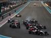 GP ABU DHABI, 29.11.2015 - Gara, Start of the race, Carlos Sainz Jr (ESP) Scuderia Toro Rosso STR10 davanti a Max Verstappen (NED) Scuderia Toro Rosso STR10