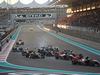 GP ABU DHABI, 29.11.2015 - Gara, Crash, Fernando Alonso (ESP) McLaren Honda MP4-30 e Felipe Nasr (BRA) Sauber C34