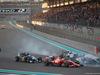 GP ABU DHABI, 29.11.2015 - Gara, Sebastian Vettel (GER) Ferrari SF15-T e Felipe Nasr (BRA) Sauber C34