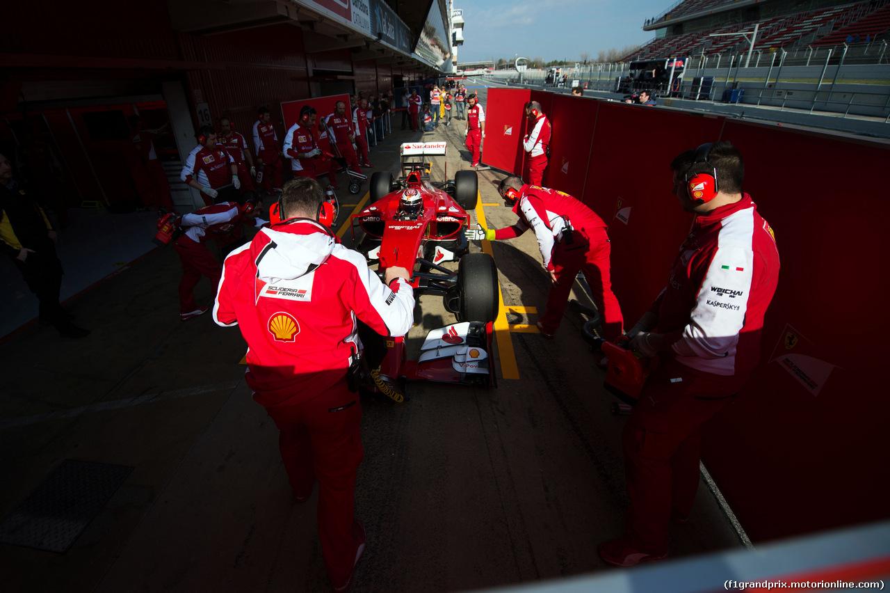 TEST F1 BARCELLONA 19 FEBBRAIO, Kimi Raikkonen (FIN) Ferrari SF15-T in the pits.<br /><br /> 19.02.2015.