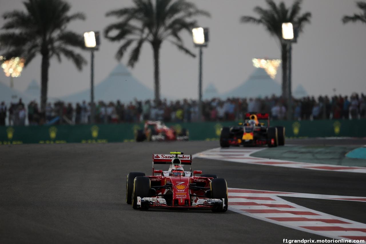 GP ABU DHABI, 27.11.2016 - Gara, Kimi Raikkonen (FIN) Ferrari SF16-H davanti a Daniel Ricciardo (AUS) Red Bull Racing RB12