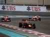 GP ABU DHABI, 27.11.2016 - Gara, Daniel Ricciardo (AUS) Red Bull Racing RB12 davanti a Kimi Raikkonen (FIN) Ferrari SF16-H