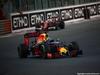 GP ABU DHABI, 27.11.2016 - Gara, Daniel Ricciardo (AUS) Red Bull Racing RB12 davanti a Sebastian Vettel (GER) Ferrari SF16-H