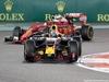 GP ABU DHABI, 27.11.2016 - Gara, Daniel Ricciardo (AUS) Red Bull Racing RB12 e Sebastian Vettel (GER) Ferrari SF16-H