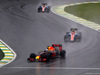 GP BRASILE, 13.11.2016 - Gara, Daniel Ricciardo (AUS) Red Bull Racing RB12 davanti a Esteban Ocon (FRA) Manor Racing MRT05