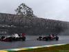 GP BRASILE, 13.11.2016 - Gara, Esteban Gutierrez (MEX) Haas F1 Team VF-16 e Daniil Kvyat (RUS) Scuderia Toro Rosso STR11