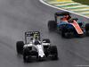 GP BRASILE, 13.11.2016 - Gara, Valtteri Bottas (FIN) Williams FW38 e Pascal Wehrlein (GER) Manor Racing MRT05