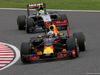 GP GIAPPONE, 09.10.2016 - Gara, Daniel Ricciardo (AUS) Red Bull Racing RB12 davanti a Sergio Perez (MEX) Sahara Force India F1 VJM09