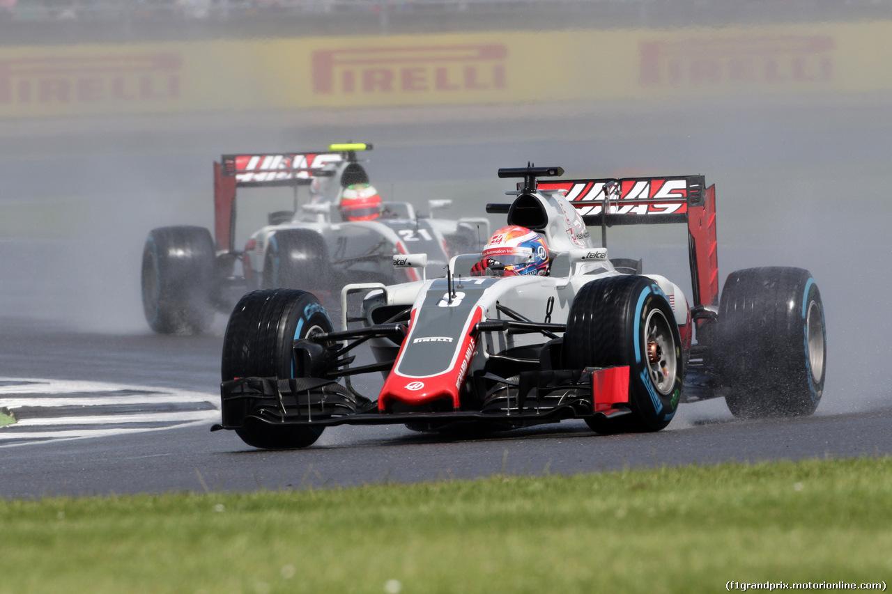 GP GRAN BRETAGNA, 10.07.2016 - Gara, Romain Grosjean (FRA) Haas F1 Team VF-16 davanti a Esteban Gutierrez (MEX) Haas F1 Team VF-16