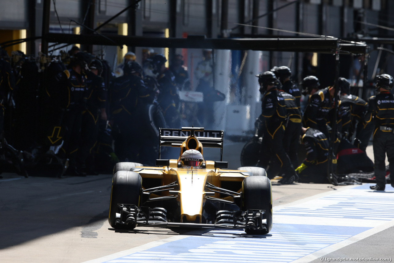GP GRAN BRETAGNA, 10.07.2016 - Gara, Pit Stop, Kevin Magnussen (DEN) Renault Sport F1 Team RS16