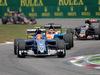 GP ITALIA, 04.09.2016 - Gara, Felipe Nasr (BRA) Sauber C34 davanti a Pascal Wehrlein (GER) Manor Racing MRT05