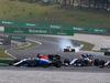 GP MALESIA, 02.10.2016 - Gara, Pascal Wehrlein (GER) Manor Racing MRT05 e Felipe Nasr (BRA) Sauber C34