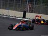 GP MESSICO, 30.10.2016 - Gara, Esteban Ocon (FRA) Manor Racing MRT05 davanti a Daniel Ricciardo (AUS) Red Bull Racing RB12
