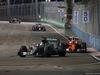 GP SINGAPORE, 18.09.2016 - Gara, Lewis Hamilton (GBR) Mercedes AMG F1 W07 Hybrid e Kimi Raikkonen (FIN) Ferrari SF16-H