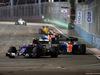 GP SINGAPORE, 18.09.2016 - Gara, Felipe Nasr (BRA) Sauber C34 e Pascal Wehrlein (GER) Manor Racing MRT05