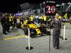 GP SINGAPORE, 18.09.2016 - Gara, Kevin Magnussen (DEN) Renault Sport F1 Team RS16 amd griglia Ragazza