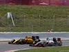 GP SPAGNA, 15.05.2016- Gara 2, Jolyon Palmer (GBR) Renault Sport F1 Team RS16 e Esteban Gutierrez (MEX) Haas F1 Team VF-16