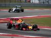 GP USA, 23.10.2016 - Gara, Daniel Ricciardo (AUS) Red Bull Racing RB12 e Nico Rosberg (GER) Mercedes AMG F1 W07 Hybrid