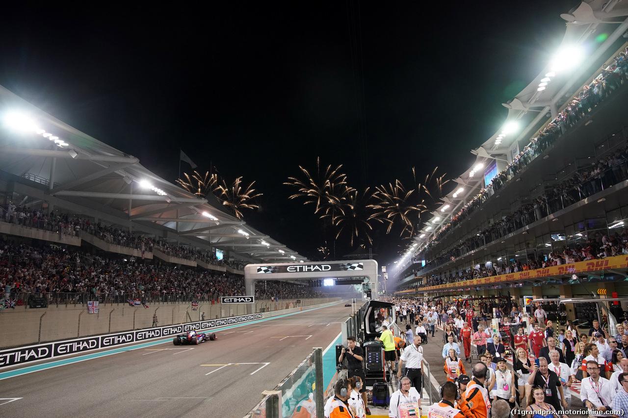 GP ABU DHABI, 26.11.2017 - Gara, Fireworks