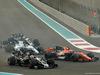 GP ABU DHABI, 26.11.2017 - Gara, Kevin Magnussen (DEN) Haas F1 Team VF-17 e Stoffel Vandoorne (BEL) McLaren MCL32