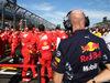 GP AUSTRALIA, 26.03.2017 - Gara, Adrian Newey (GBR), Red Bull Racing , Technical Operations Director e meccanici Ferrari