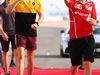 GP BAHRAIN, 16.04.2017 - Jolyon Palmer (GBR) Renault Sport F1 Team RS17 e Sebastian Vettel (GER) Ferrari SF70H