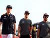 GP BAHRAIN, 16.04.2017 - Max Verstappen (NED) Red Bull Racing RB13, Stoffel Vandoorne (BEL) McLaren MCL32 e Fernando Alonso (ESP) McLaren MCL32