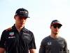 GP BAHRAIN, 16.04.2017 - Max Verstappen (NED) Red Bull Racing RB13 e Stoffel Vandoorne (BEL) McLaren MCL32