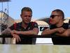 GP BAHRAIN, 16.04.2017 - Kevin Magnussen (DEN) Haas F1 Team VF-17 e Valtteri Bottas (FIN) Mercedes AMG F1 W08