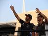 GP BAHRAIN, 16.04.2017 - Daniel Ricciardo (AUS) Red Bull Racing RB13 e Romain Grosjean (FRA) Haas F1 Team VF-17