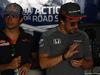 GP BAHRAIN, 16.04.2017 - Carlos Sainz Jr (ESP) Scuderia Toro Rosso STR12 e Fernando Alonso (ESP) McLaren MCL32