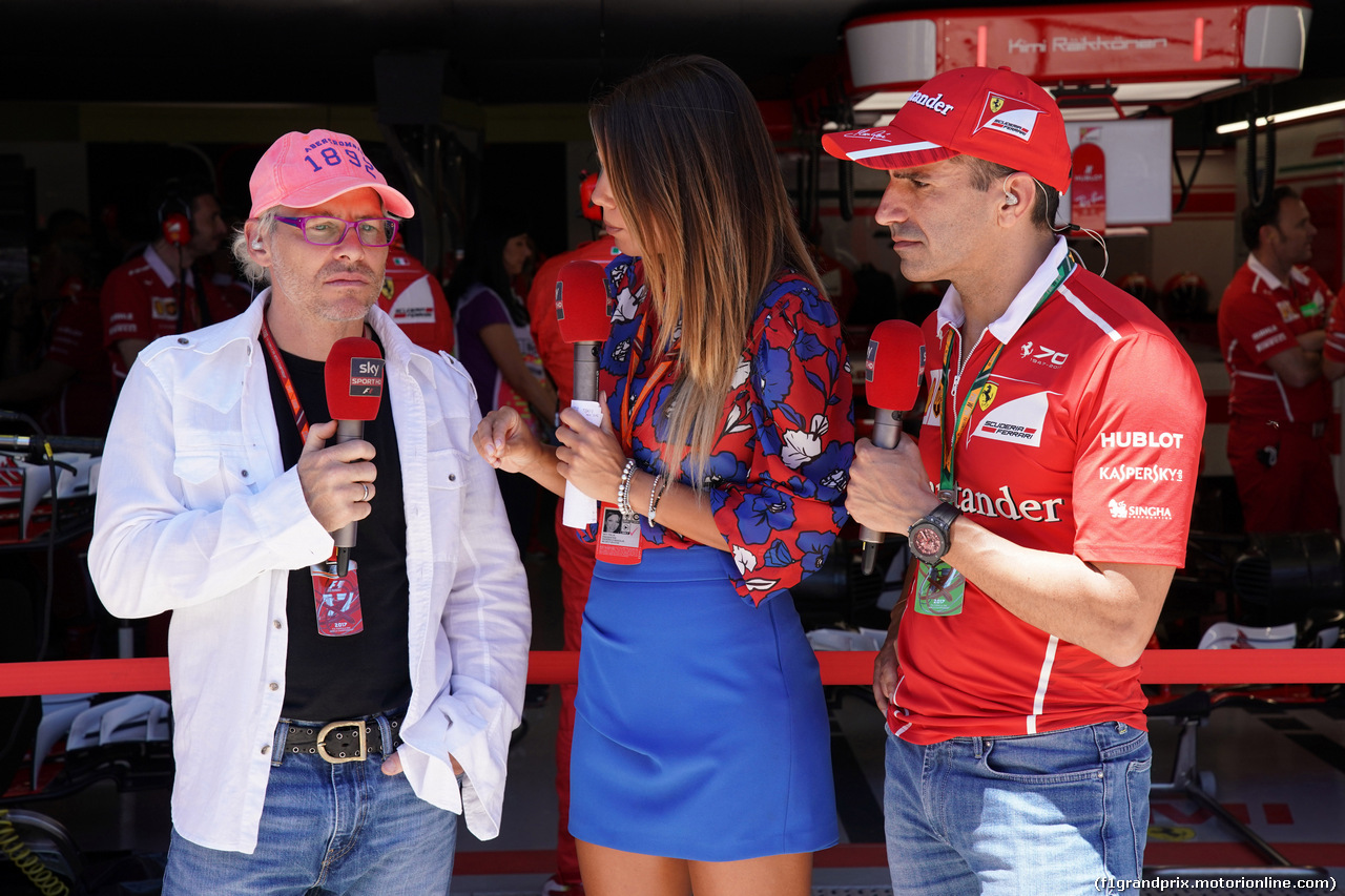 GP BRASILE, 12.11.2017 - Gara, Jacques Villeneuve (CAN), Federica Masolin, Sky e Marc Gene (ESP), Test Driver Ferrari