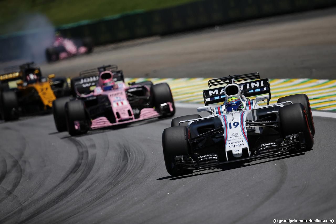 GP BRASILE, 12.11.2017 - Gara, Felipe Massa (BRA) Williams FW40 e Esteban Ocon (FRA) Sahara Force India F1 VJM10 retires from the race