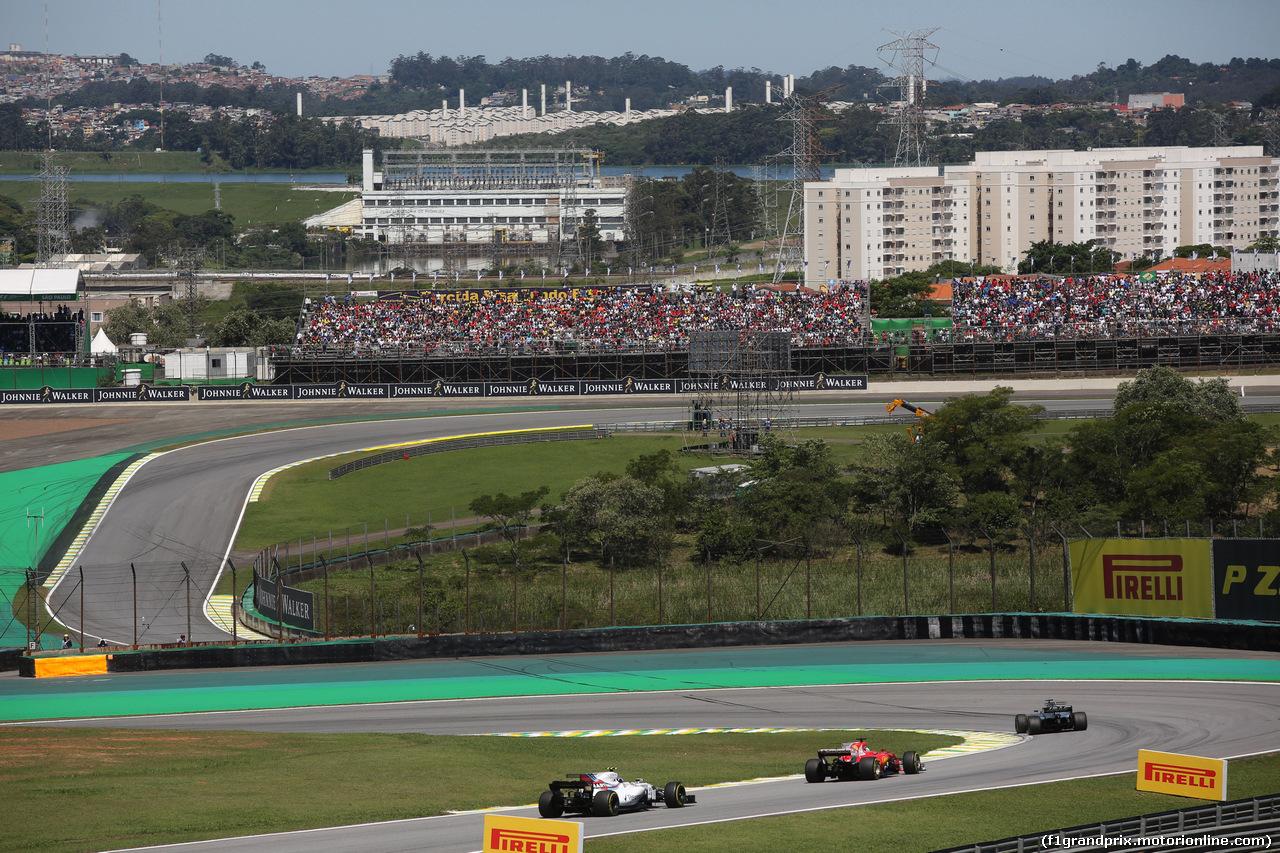 GP BRASILE, 12.11.2017 - Gara, Lance Stroll (CDN) Williams FW40 e Sebastian Vettel (GER) Ferrari SF70H