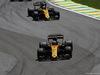 GP BRASILE, 12.11.2017 - Gara, Nico Hulkenberg (GER) Renault Sport F1 Team RS17 davanti a Carlos Sainz Jr (ESP) Renault Sport F1 Team RS17