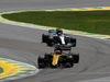 GP BRASILE, 12.11.2017 - Gara, Nico Hulkenberg (GER) Renault Sport F1 Team RS17 davanti a Lewis Hamilton (GBR) Mercedes AMG F1 W08
