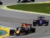 GP BRASILE, 12.11.2017 - Gara, Daniel Ricciardo (AUS) Red Bull Racing RB13 e Pierre Gasly (FRA) Scuderia Toro Rosso STR12