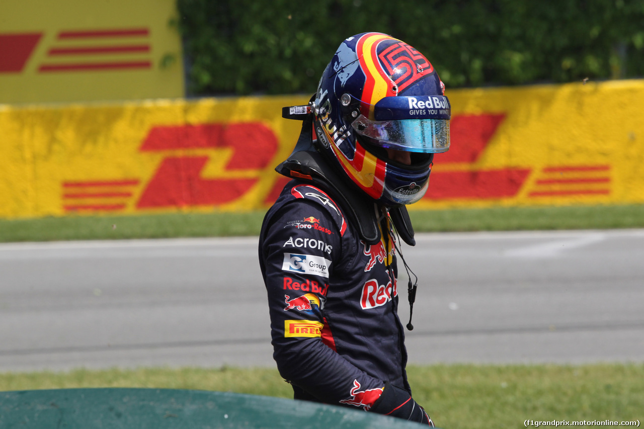 GP CANADA, 11.06.2017- Gara, Carlos Sainz Jr (ESP) Scuderia Toro Rosso STR12  after the crash