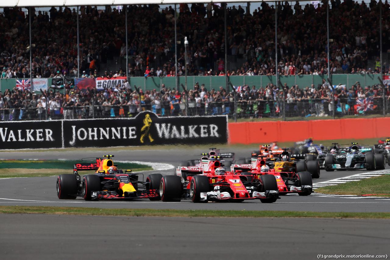 GP GRAN BRETAGNA, 16.07.2017 - Gara, Start of the race, Max Verstappen (NED) Red Bull Racing RB13 e Kimi Raikkonen (FIN) Ferrari SF70H