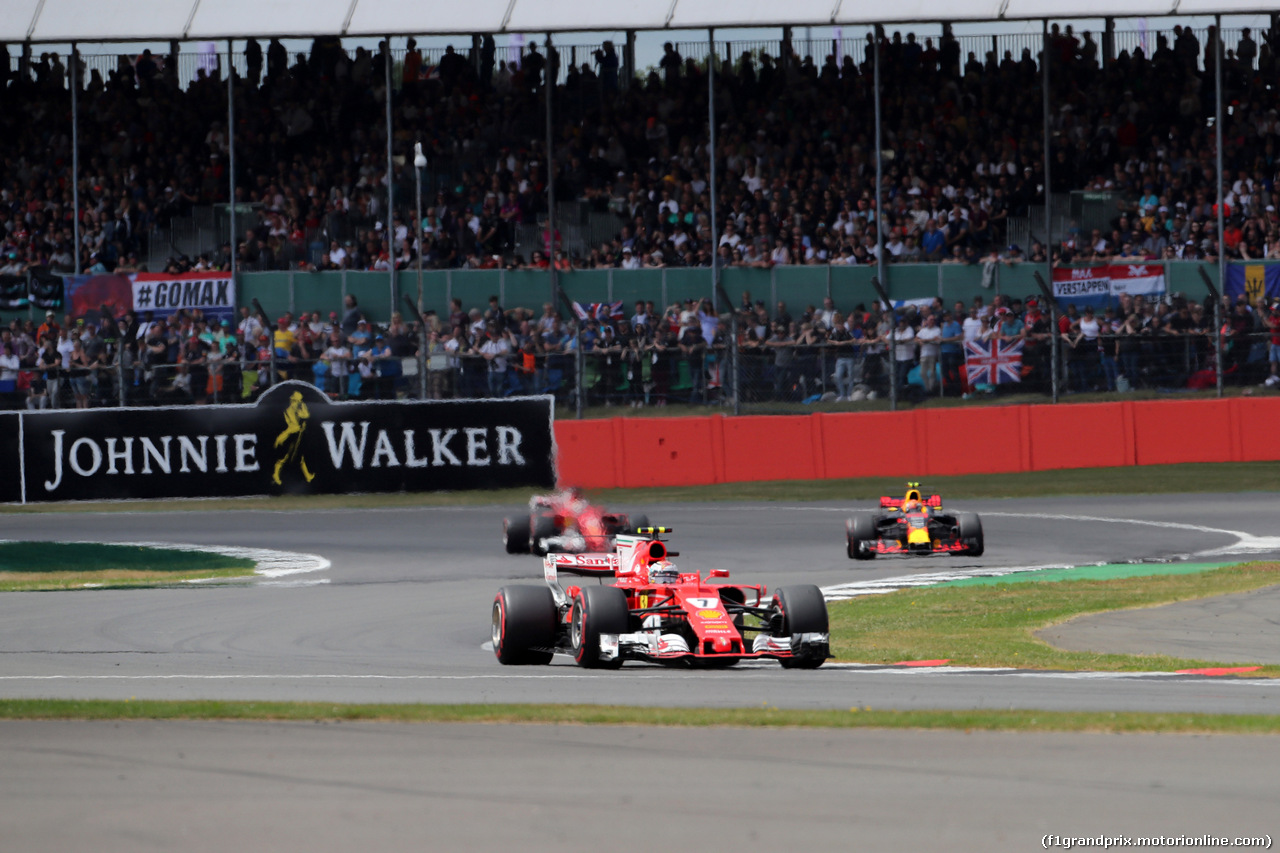 GP GRAN BRETAGNA, 16.07.2017 - Gara, Kimi Raikkonen (FIN) Ferrari SF70H davanti a Max Verstappen (NED) Red Bull Racing RB13 e Sebastian Vettel (GER) Ferrari SF70H