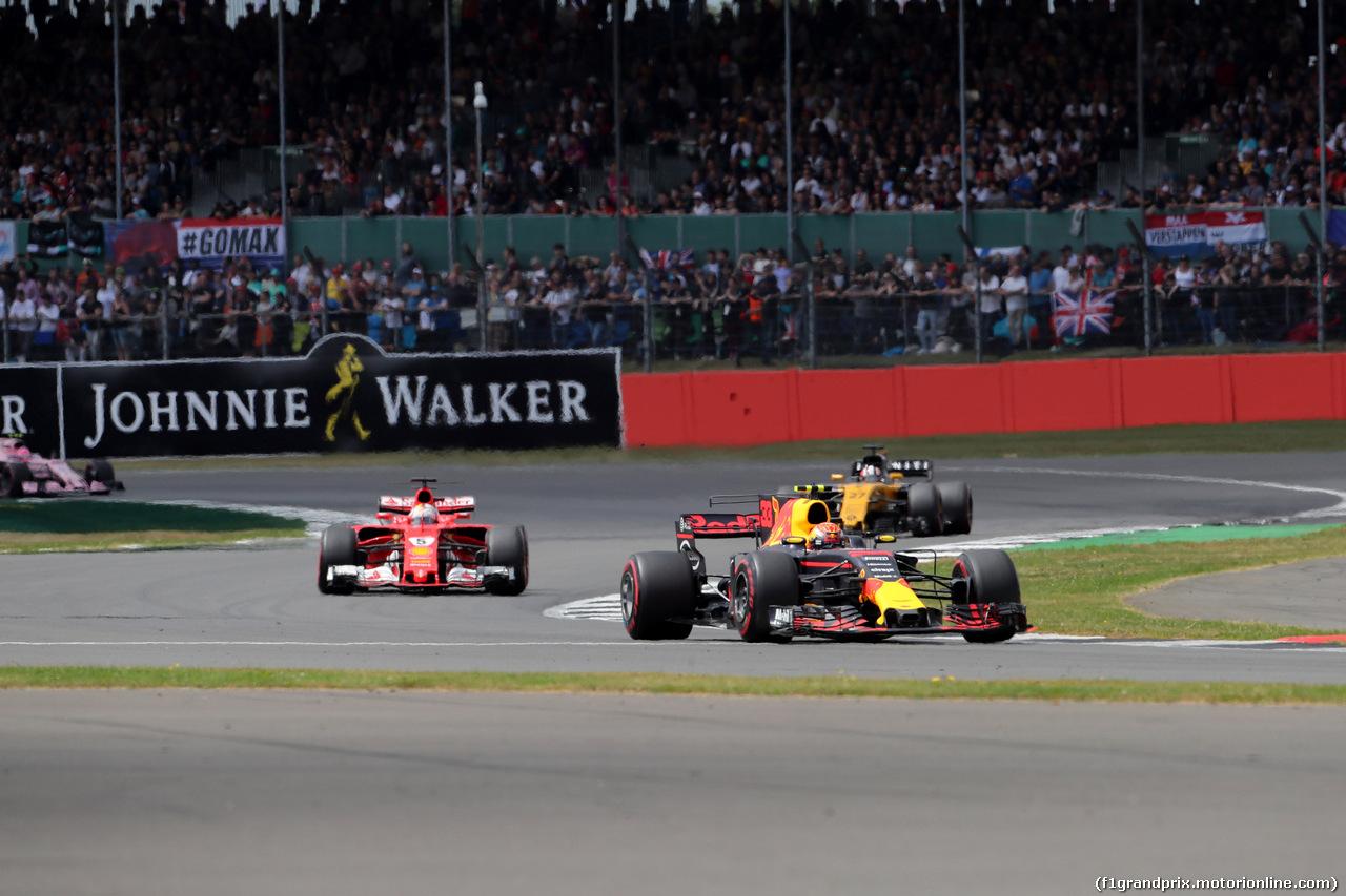 GP GRAN BRETAGNA, 16.07.2017 - Gara, Max Verstappen (NED) Red Bull Racing RB13 davanti a Sebastian Vettel (GER) Ferrari SF70H