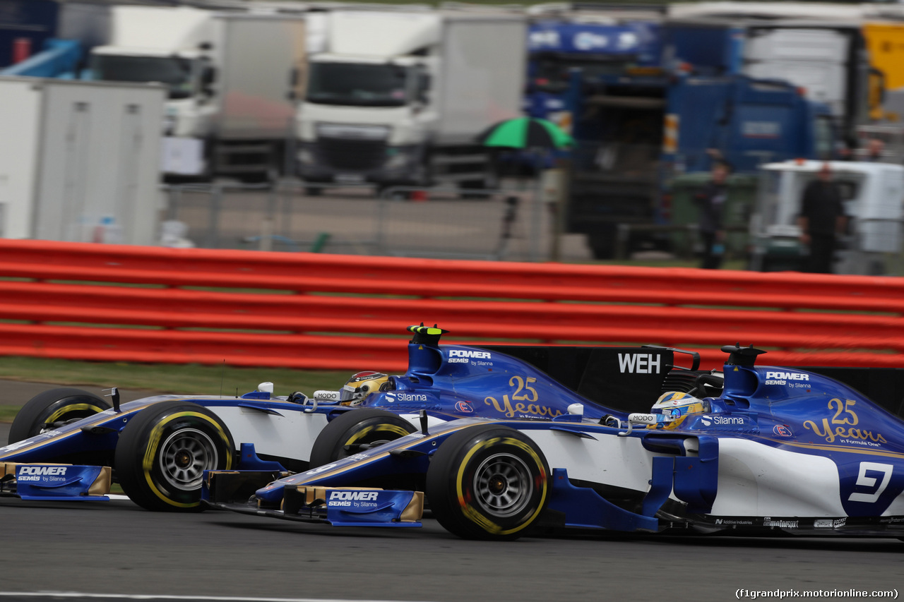 GP GRAN BRETAGNA, 16.07.2017 - Gara, Pascal Wehrlein (GER) Sauber C36 e Marcus Ericsson (SUE) Sauber C36