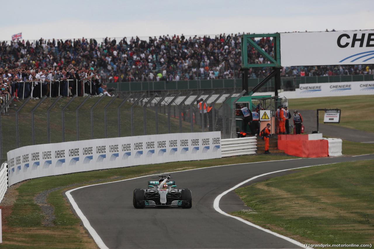 GP GRAN BRETAGNA, 16.07.2017 - Gara, Lewis Hamilton (GBR) Mercedes AMG F1 W08 vincitore waves to the fans
