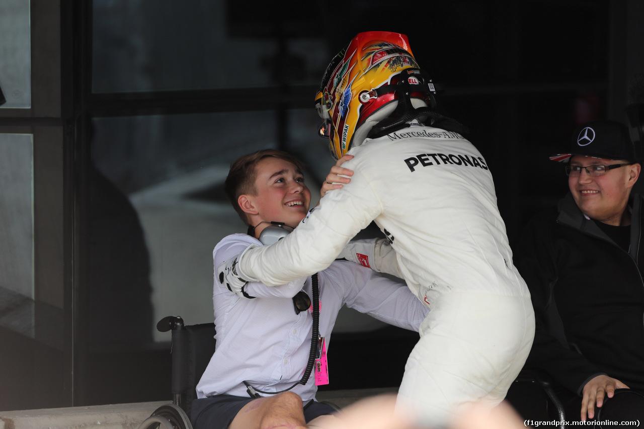 GP GRAN BRETAGNA, 16.07.2017 - Gara, Lewis Hamilton (GBR) Mercedes AMG F1 W08 vincitore e Billy Monger (GBR)